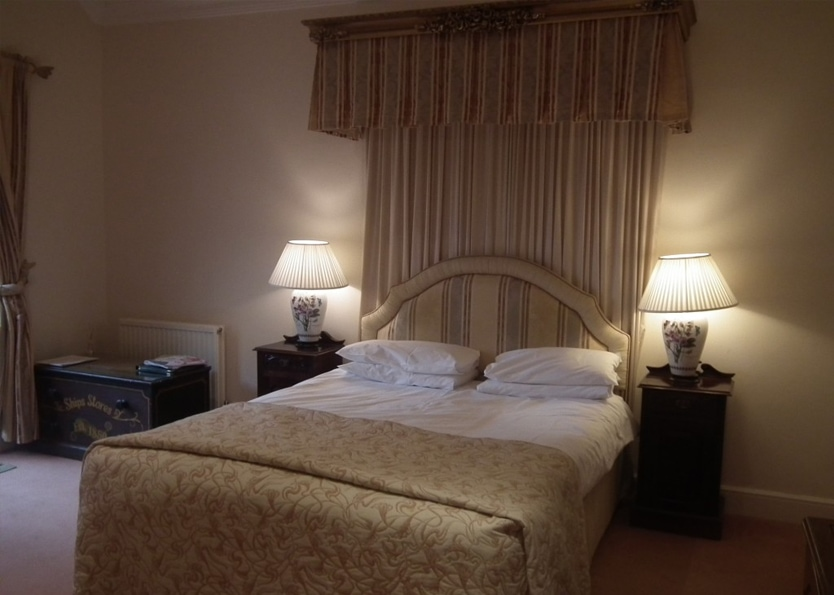Esseborne Manor Hotel - Premier Bedroom