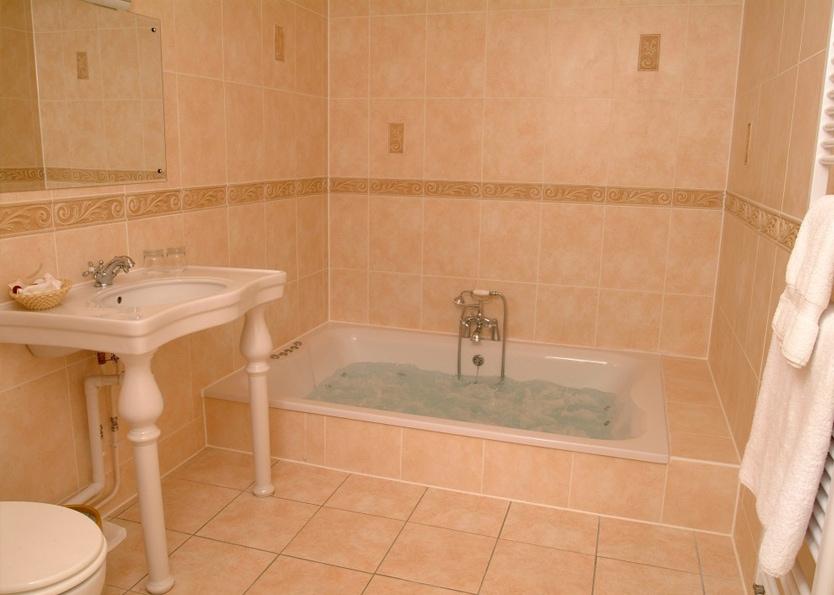 Esseborne Manor Hotel - Kensington Honeymoon Suite