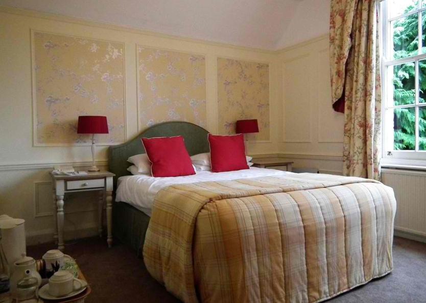 Esseborne Manor Hotel - Master Bedroom